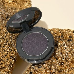 Becca Volcano Goddess Eyeshadow Eyeliner Obsidian